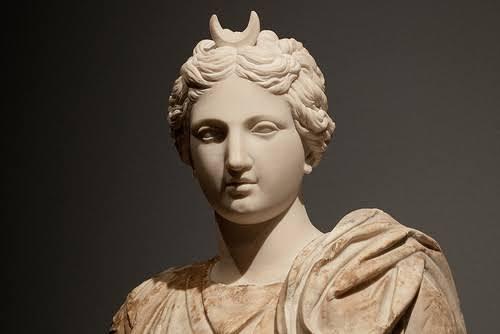 Diana, deusa da caça e da lua para os romanos, e protetora do signo de Sagitário de acordo com Manilus.